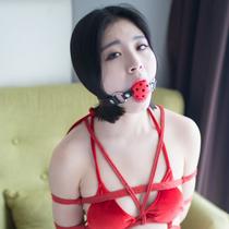 No.00719 Warm Red #2 赤いビキニと赤い麻縄はまったくお似合いだ、そして猿轡も股縄も、kayoのこの着衣緊縛画像皆さんはどう思いますか。