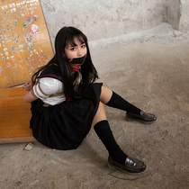 No.00759 Schoolgirl Kidnapping  #1 この緊縛画像のは、あるひ、女子校生Linちゃんは知らない人のたべものを食べしたあと意識を失って、目が覚めるともう縛られていましたの物語ですが。