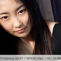 No.00303 Dancing Girl #1 体操着着けているのバレリーナの緊縛経験、彼女はホテルの部屋で自分の時間の楽しみになっています。